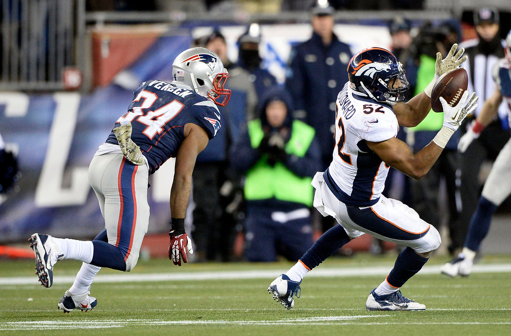 . Denver Broncos middle linebacker Wesley Woodyard (52) can\'t hold on to the football after it was tipped intended for New England Patriots running back Shane Vereen (34) during the fourth  quarter November 24, 2013 at Gillette Stadium. (Photo by John Leyba/The Denver Post)