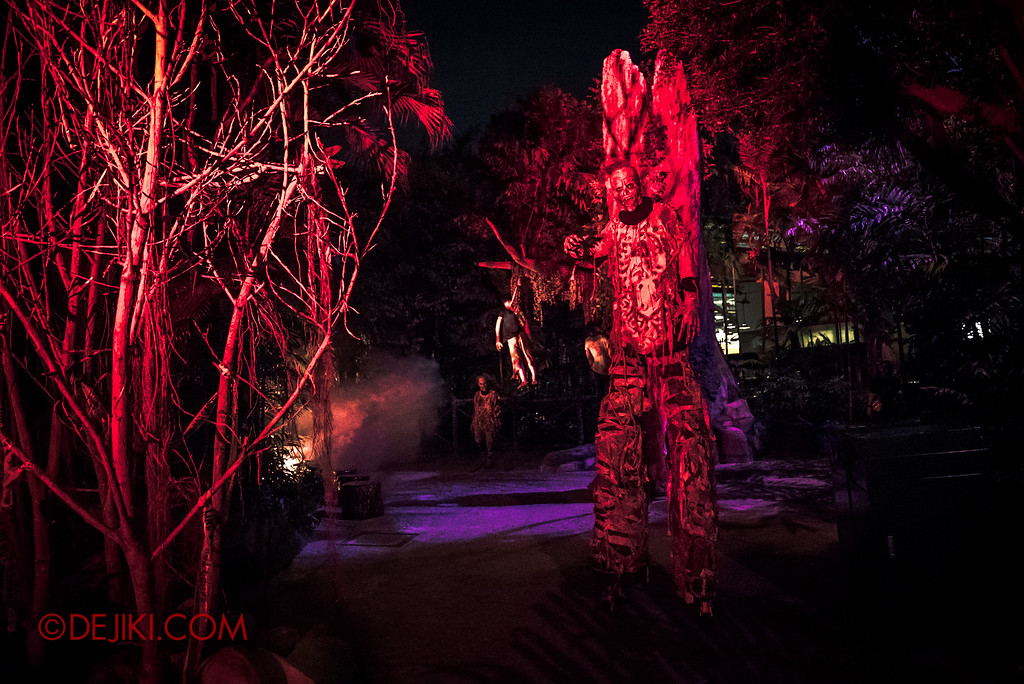 Halloween Horror Nights 6 - Suicide Forest scare zone / The dark corner