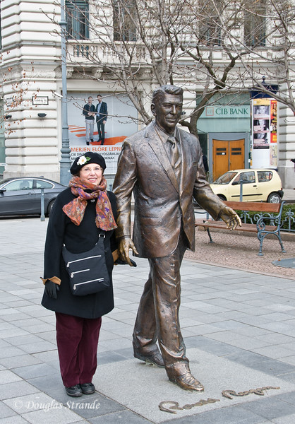 Louise poses with Ronald Reagan statue