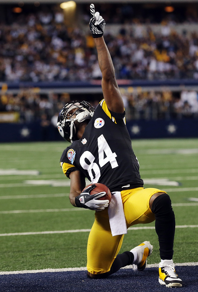 Description of . Pittsburgh Steelers wide receiver Antonio Brown (84) celebrates his touchdown against the Dallas Cowboys during the second half of an NFL football game Sunday, Dec. 16, 2012 in Arlington, Texas. (AP Photo/LM Otero)