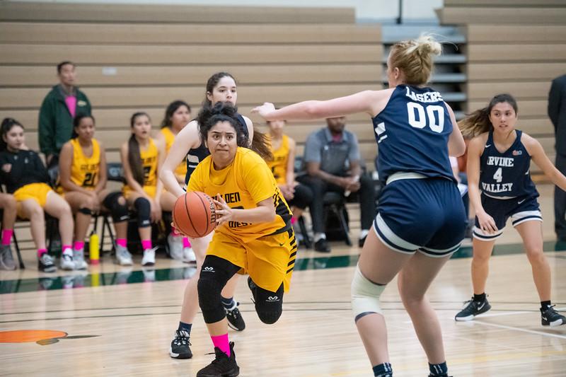 Basketball-W-2020-01-31-7734.jpg
