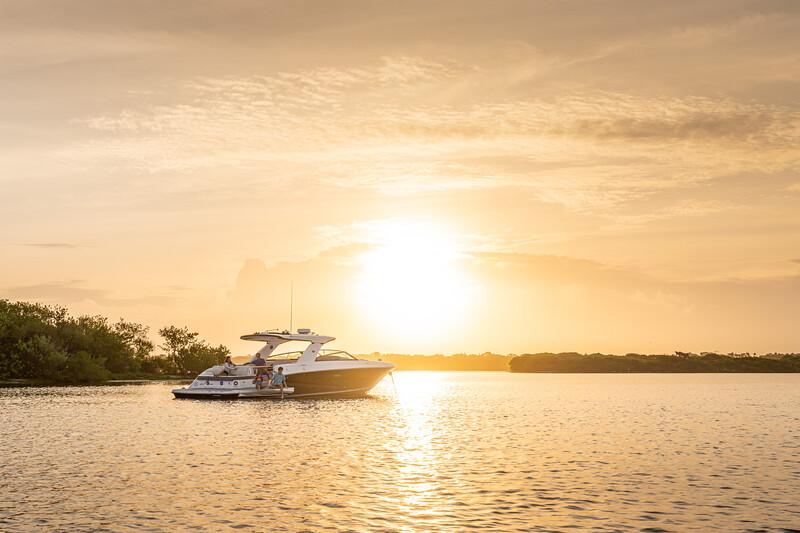 2021-SLX-400-SLX400-lifestyle-starboard-stern-three-quarter-family-02614-2.jpg