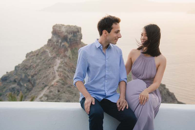 Santorini-photo-shoot-relaxed-natural-soft-couples-session-Anna-Sulte-006.jpg