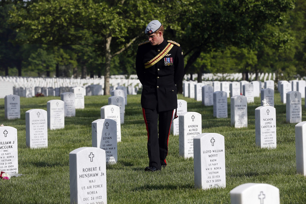 . Britain\'s Prince Harry visits Section 60 at Arlington National Cemetery in Arlington, Virginia May 10, 2013. The prince is in the U.S. on a six-day visit. REUTERS/Charles Dharapak/Pool