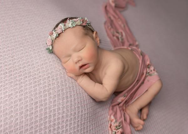 Newborn: Gwen