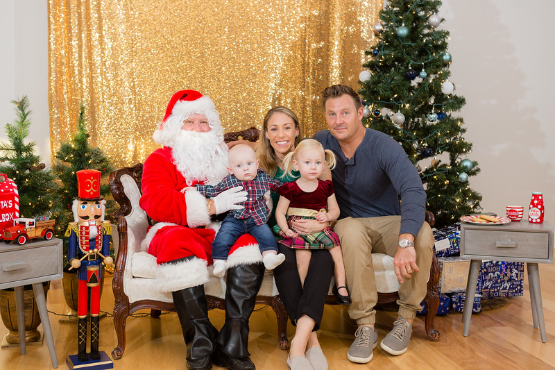 FADS Picture with Santa-215.jpg