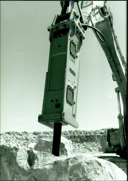 NPK E225 hydraulic hammer on Cat excavator at Marblehead quarry (10).JPG