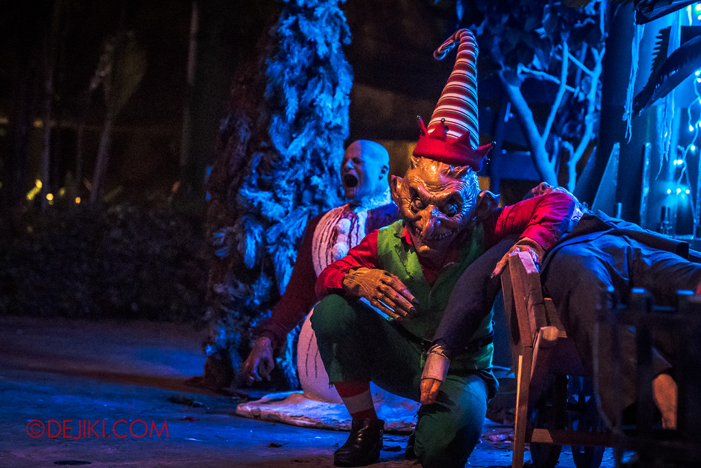 Halloween Horror Nights 7 - Happy Horror Days scare zone / Christmas Day Evil Elf outside