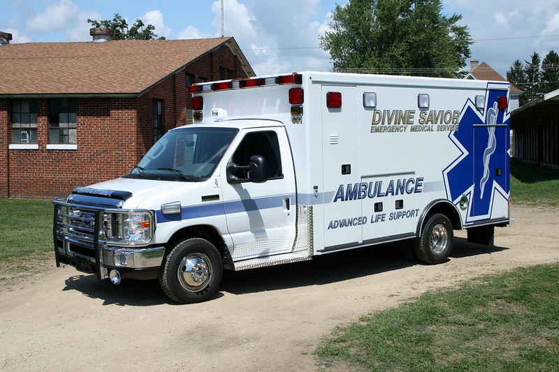 DIVINE SAVIORS AMBULANCE  2008 MONROE FIRE SCHOOL.jpg