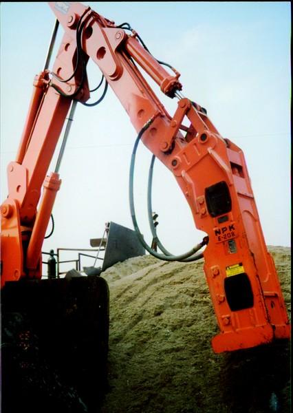 NPK B500 pedestal boom system with E208 hydraulic hammer-breaking rock in quarry (2).JPG