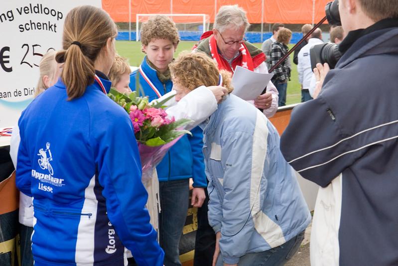 NK Veldloop voor Gemeenteambtenaren 2008. De huldiging van de winnaars bij de finish van de veldloop.