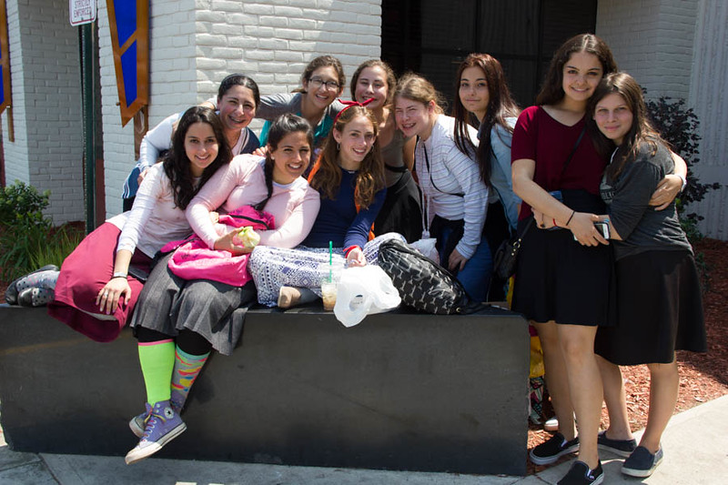 kars4kids_thezone_camp_GirlDivsion_trips_Mall (4).jpg