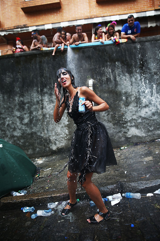 . A reveler dances during the \'Ceu na Terra\' street carnival bloco on March 1, 2014 in Rio de Janeiro, Brazil. Carnival is the grandest holiday in Brazil, annually drawing millions in raucous celebrations.  (Photo by Mario Tama/Getty Images)