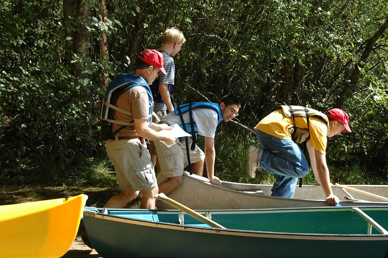 Boy Scouts Dibble team launch their canoes   (Sep 11, 2004, 11:34am)