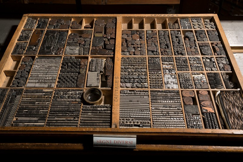 This kind of wunderkammer includes glyphs which are necessarily part of every printshop's endowment, even though rarely used in practice.