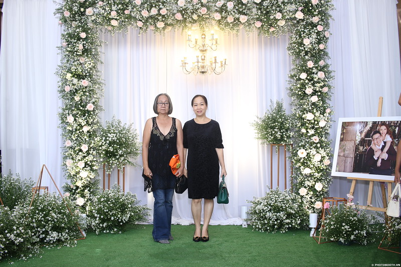 Vy-Cuong-wedding-instant-print-photo-booth-in-Bien-Hoa-Chup-hinh-lay-lien-Tiec-cuoi-tai-Bien-Hoa-WefieBox-Photobooth-Vietnam-007.jpg