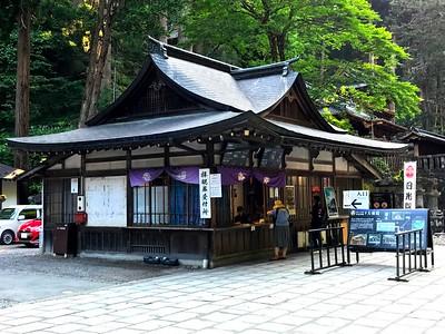 Nikko    Rinnouji Shrine