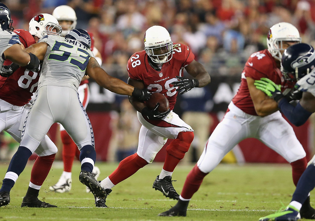 . GLENDALE, AZ - OCTOBER 17:  Running back Rashard Mendenhall #28 of the Arizona Cardinals rushes the football against the Seattle Seahawks during the NFL game at the University of Phoenix Stadium on October 17, 2013 in Glendale, Arizona.  (Photo by Christian Petersen/Getty Images)