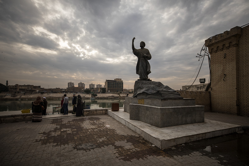 A statue of the Iraqi poet Al-Mutanabbi at the end of Mutanabbi Street and on the banks of the Tigris river in Central Baghdad.