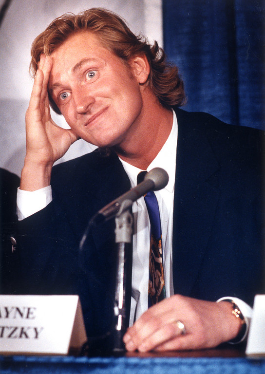 . Wayne Gretzky at press conference about his back injury on 9/22/92.  L.A. Daily News file photo