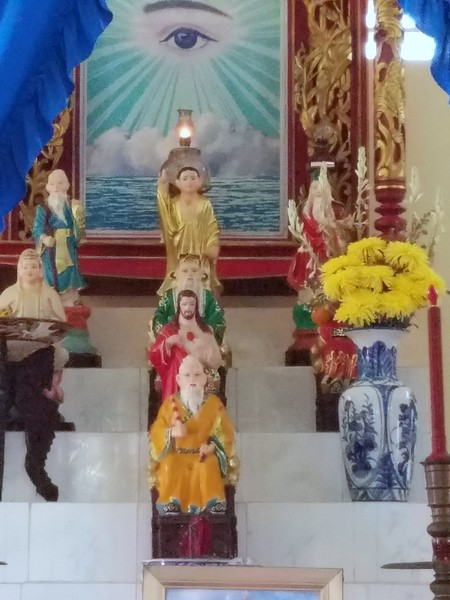 All of the great prophets honored including Jesus and Confucius