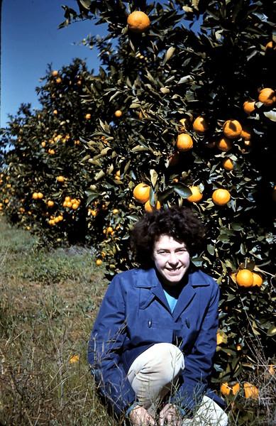 1961-8-24 (17) Mary @ Mildura.JPG