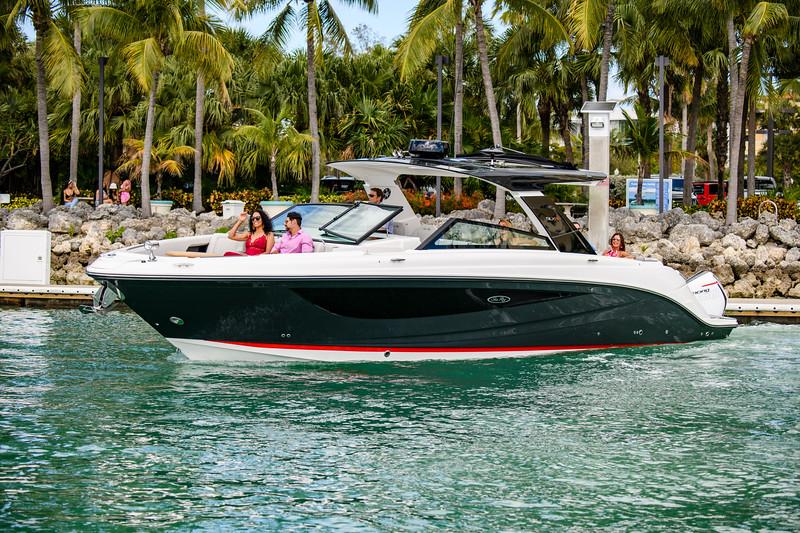 2020-SLX-R-400-e-Outboard-lifestyle-04.jpg