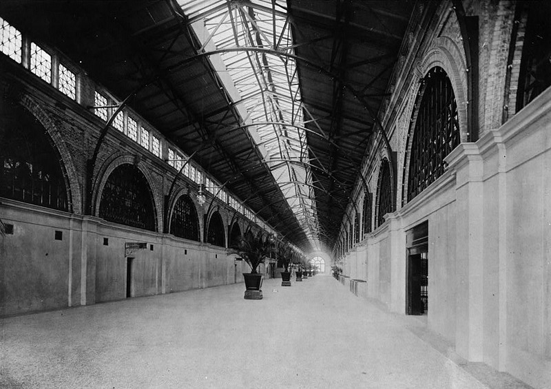 Ferry Building Inside  - 1900.jpg