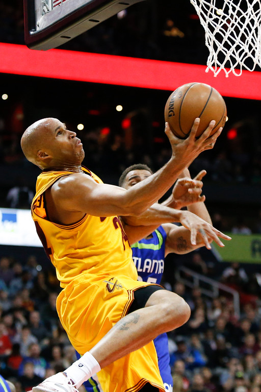 . Cleveland Cavaliers forward Richard Jefferson (24) shoots against the Atlanta Hawks in the second half of an NBA basketball game, Friday, March 3, 2017, in Atlanta. The Cavaliers won 135-130. (AP Photo/Brett Davis)