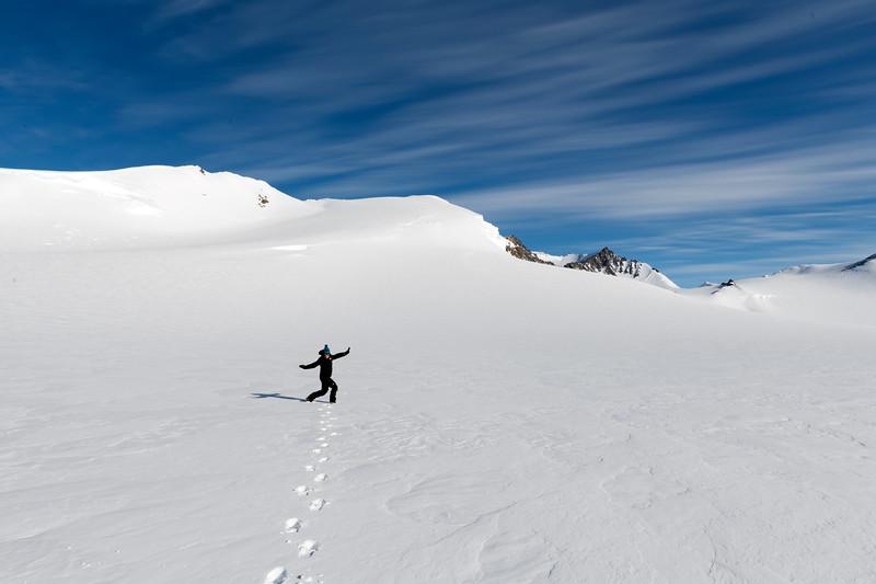 Climb Antarctica Women -1-11-18100473.jpg