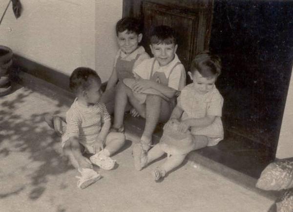 Encostados à porta : Daniel Brazinha, Helder Simões e Brigida. Virado para eles : João Vicente