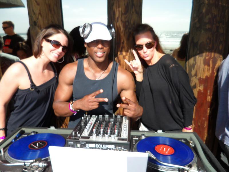DJ Noel in the HOUSE!!