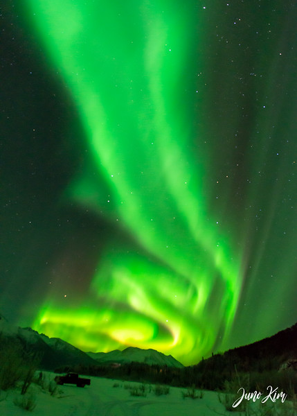 Nov20_Knik River Aurora__6105173-Juno Kim.jpg