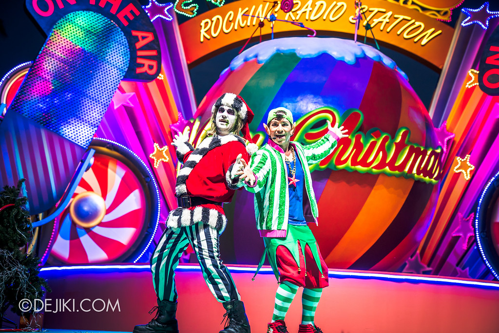 Universal Studios Singapore December Park Update - Santa's All Star Christmas 2016 / DJ Eddy Elf's Rocking Radio Station - Beetlejuice and DJ Eddy Elf 2
