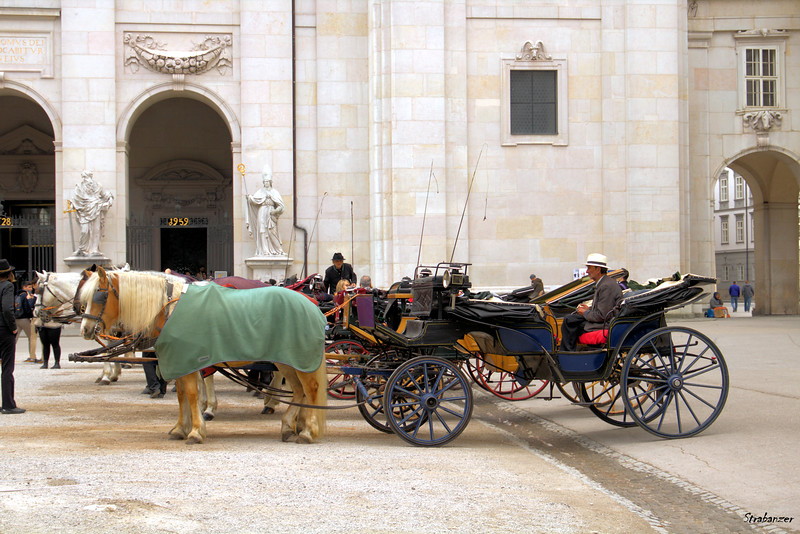 Fieakers (carriages) in the Residenzplatz.