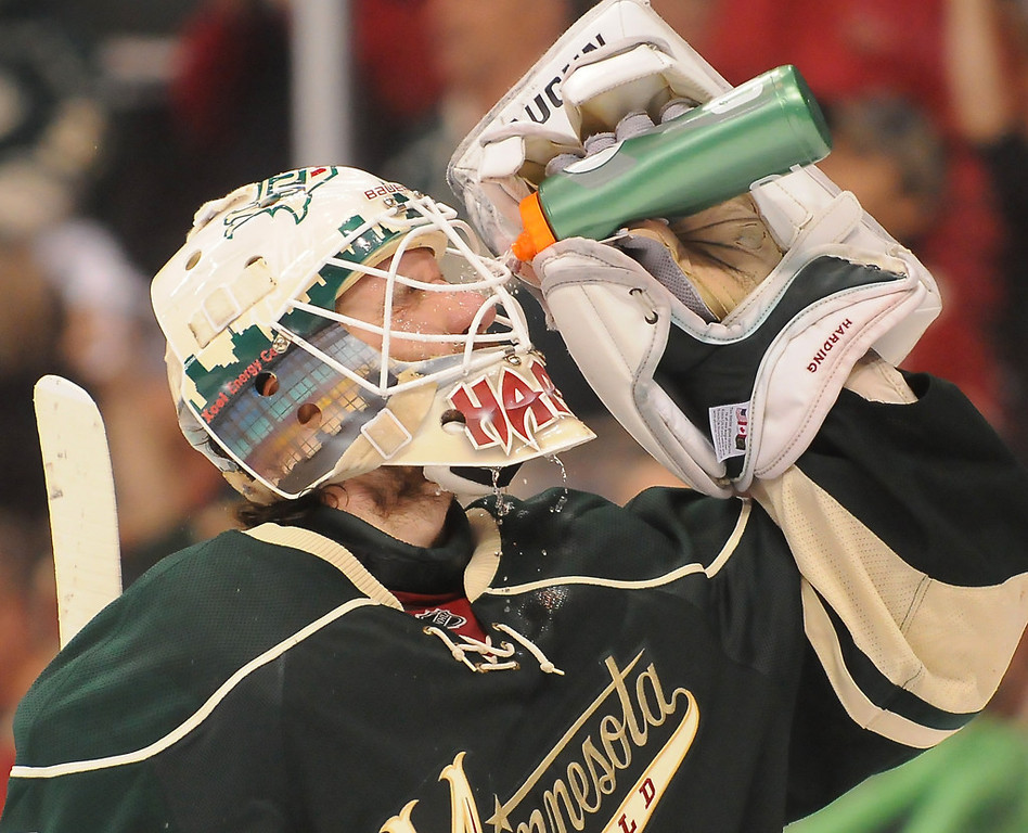 . Minnesota goalie Josh Harding rinses his face during a stop in the action against the Blackhawks in the second period. (Pioneer Press: John Autey)