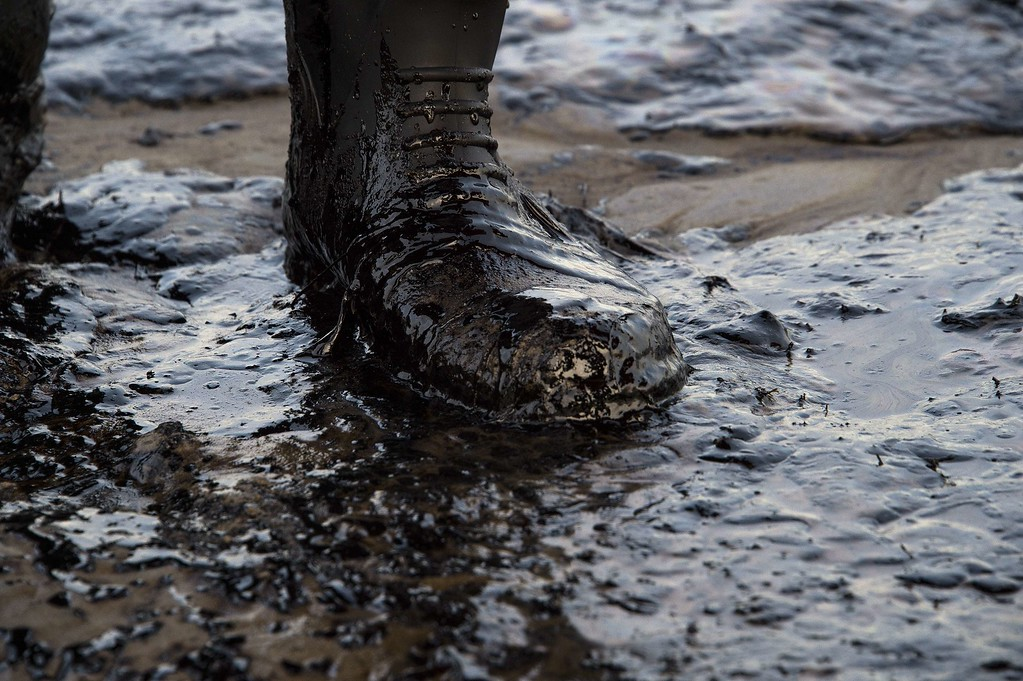 . Oil covers a local resident\'s boot at Refugio State Beach in Goleta, California, May 19, 2015.  An oil pipeline ruptured dumping oil into the Pacific Ocean near Santa Barbara, California, the US Coast Guard said. The spill was estimated at 21,000 gallons (80,000 liters) of oil, local media reported. AFP PHOTO/ ROBYN  BECK/AFP/Getty Images