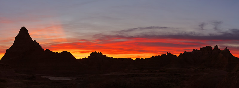 R5 and RF 100-400 L Capture a Gnarly Mountain Sunset Silhouette in Badlands National Park