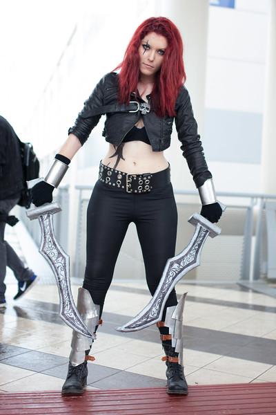 cosplayer con spade