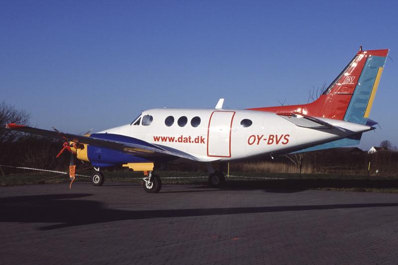OY-BVS-BeechB90KingAir-DAT-EKVD-1999-12-05-GV-42-KBVPCollection.jpg