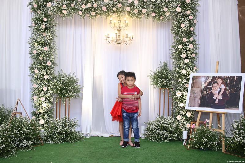 Vy-Cuong-wedding-instant-print-photo-booth-in-Bien-Hoa-Chup-hinh-lay-lien-Tiec-cuoi-tai-Bien-Hoa-WefieBox-Photobooth-Vietnam-068.jpg