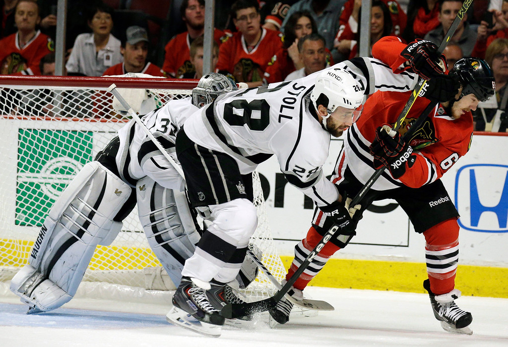 . Los Angeles Kings center Jarret Stoll (28) and Chicago Blackhawks center Andrew Shaw (65) battle for a position as they wait for the puck during the second period in Game 5 of the Western Conference finals in the NHL hockey Stanley Cup playoffs Wednesday, May 28, 2014, in Chicago. (AP Photo/Nam Y. Huh)