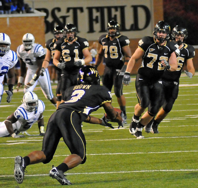 Brown catches tipped pass in OT 02.jpg