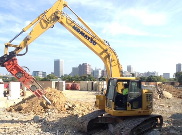 NPK GH10 hydraulic hammer on Komatsu excavator (1).jpeg