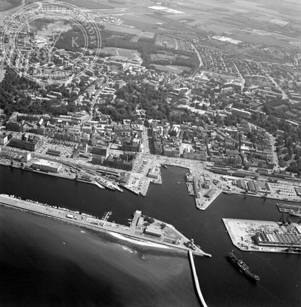 Helsingborg City with Harbor and Kärnan | EE.1207