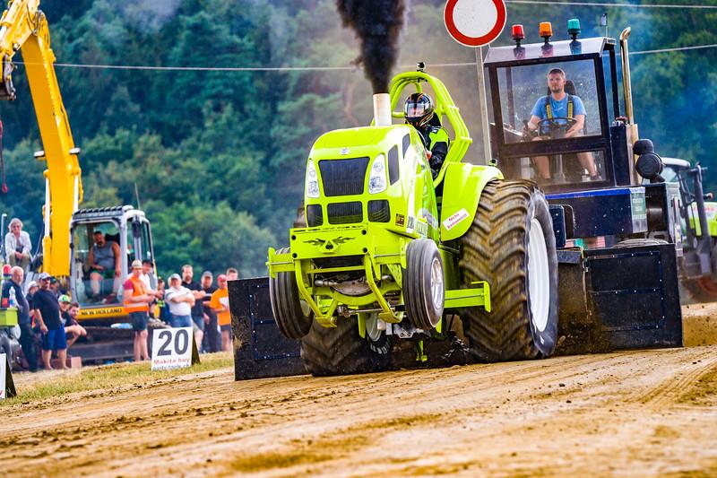 Tractor Pulling 2015-02520.jpg