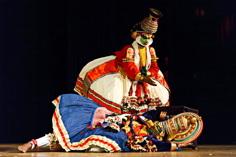 Kathakali is a famous dance-drama of south indian state of Kerala.   Dying giant bird Jatayu and Lakshmana.  Story of Katha Bali Vadham can be read here - http://www.kathakalinews.com/storystore/003balivadham.asp