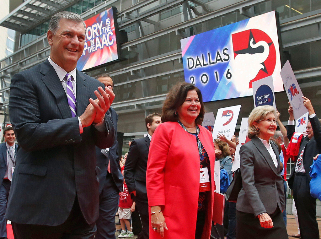 . Dallas Mayor Mike Rawlings applauds as he walks with Republican National Committee site selection committee chairwoman Enid Mickelson, center, and Senator Kay Bailey Hutchison as they arrive for a visit at the American Airlines Center, on Thursday, June 12, 2014.  (Louis DeLuca/Dallas Morning News)
