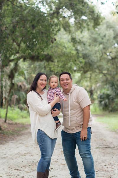 Holiday Minis- Acosta Family-64.jpg