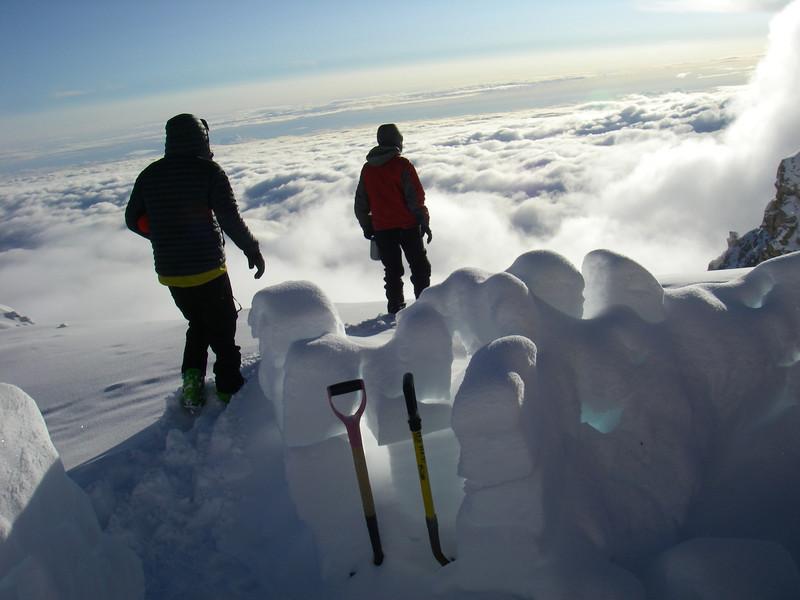 Establishing C4 (17,200ft = 5.243m). From left: John DM and Doug.